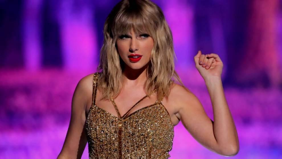 """En represalia al empresario, Taylor Swift lanza una nueva versión de """"Love Story"""". ¡Escucha!"""